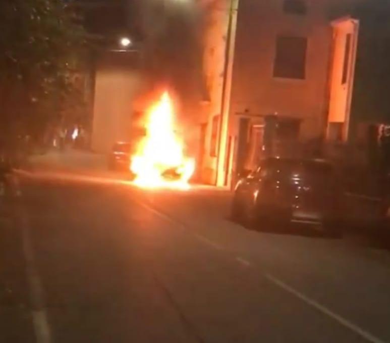 Auto in fiamme nel centro di Provaglio - Brescia Settegiorni