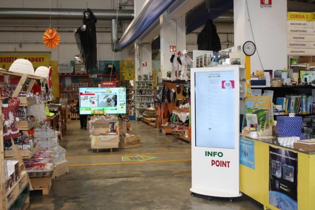 Megastore di cancelleria, Scuolaufficio fra e-commerce, monitor e totem touch