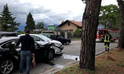 Incidente in via Roma a Iseo, proprio fuori dalla Polizia Stradale
