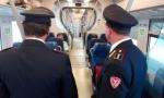 Molestate sul treno: studentesse salvate da giovane rom
