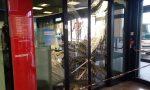 Banca distrutta dopo esplosione per far saltare il bancomat, colpiti anche dei negozi VIDEO