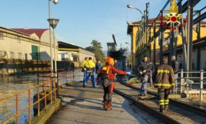 Bresciano cade in un canale a Verona e rimane bloccato nella griglia della condotta forzata