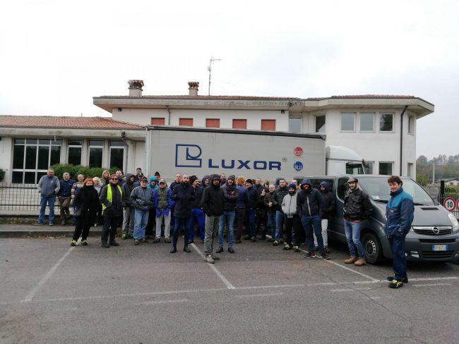 Lavoratori in sciopero alla Luxor di Montichiari
