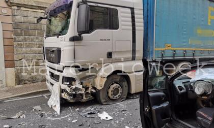 Auto contro camion a Pontevico