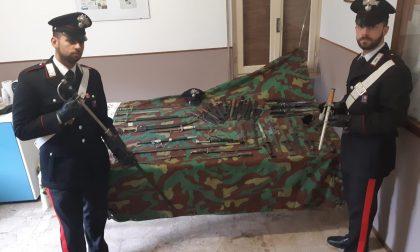13 revolver e diverse armi da guerra in casa, arrestato un 60enne