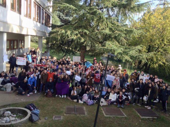 «Abbiamo freddo»: protesta degli studenti all&#8217&#x3B;alberghiero di Gardone Riviera