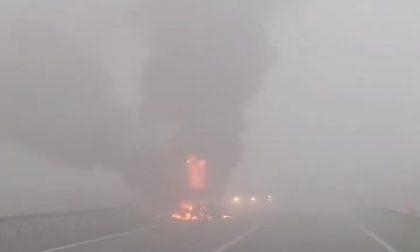Auto in fiamme tra Milzano e Seniga