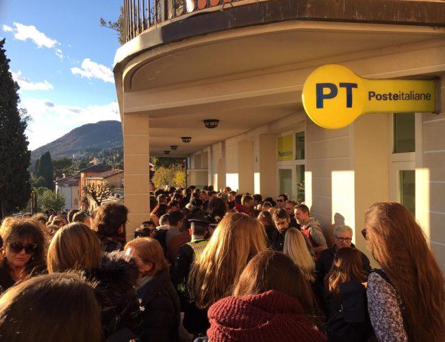 Folla a Gardone per far parte del film su d&#8217&#x3B;Annunzio