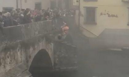 Le Sorghe de l'Òi si sono buttate nell'Oglio dal ponte romano di Palazzolo VIDEO