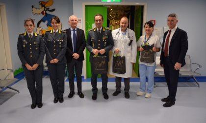 Guardia di finanza in visita in Poliambulanza per gli auguri natalizi