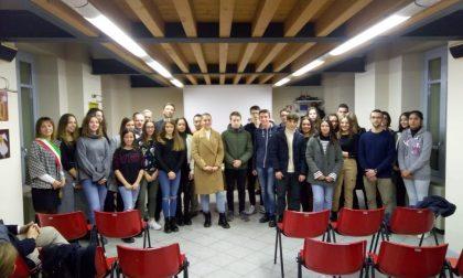 """Cerimonia borse di studio a Urago d'Oglio e presentazione del libro """"Il milite ignoto"""""""