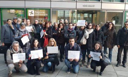 Pendolari della tratta Milano-Verona protestano davanti alla Regione