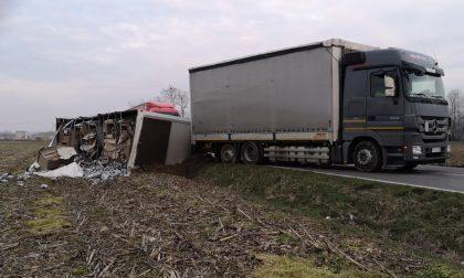 Camion fuori strada tra Milzano e Alfianello
