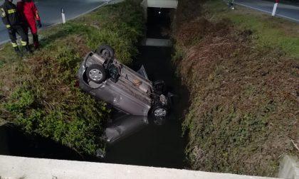 Auto ribaltata in un fosso a Manerbio