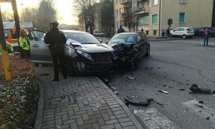 Scontro fra due auto: paura in via Verdi a Manerbio