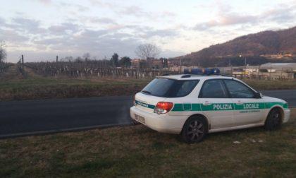 Odore acre di fumo da un'azienda di Capriolo, interviene la Polizia Locale
