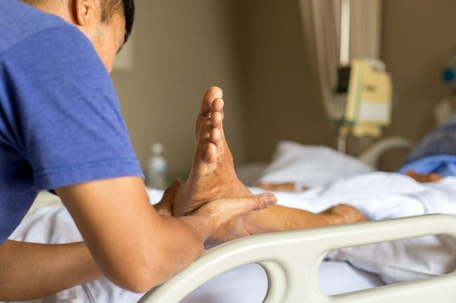 Anziani e patologie dei piedi