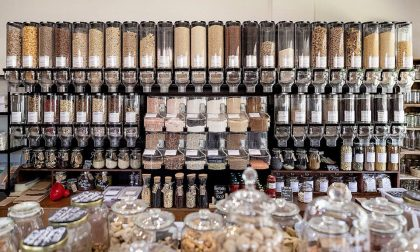 Zero Waste, a Sirmione l'unico negozio che vende solo prodotti sfusi