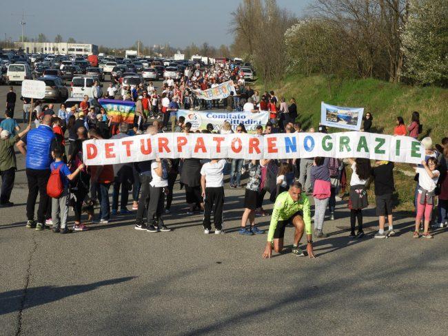 Marcia per la vita, un fiume di persone a difesa del Chiese