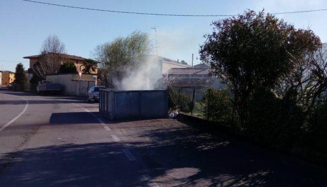 Cassonetto in fiamme