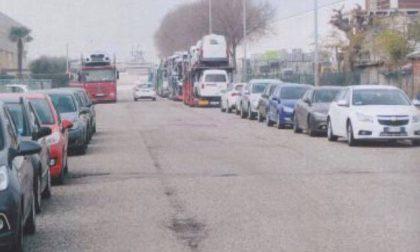 Rifiuti, feci e parcheggi selvaggi nella zona industriale a Castiglione
