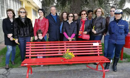 Panchina rossa in piazza Garibaldi a Quinzano d'Oglio