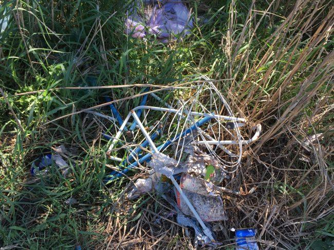 Continua l'abbandono di rifiuti a Castiglione delle Stiviere sulla tangenziale