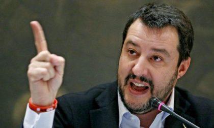 Autobus incendiato da un senegalese, interviene Salvini