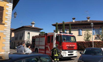 A fuoco canna fumaria, arrivano i pompieri