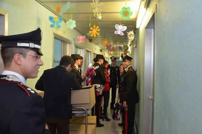 Uova di Pasqua in ospedale, la visita dei Carabinieri