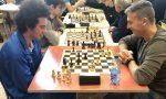 Manerbio, sfida a scacchi in biblioteca