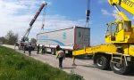 Camion si ribalta nel fosso a Manerbio