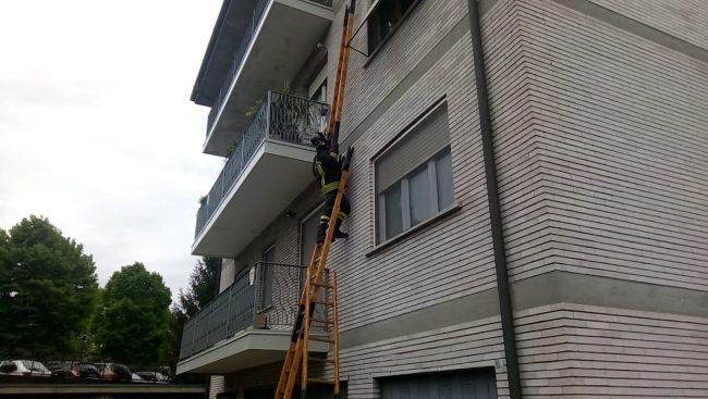 Pompieri in azione in via Bigoni a Chiari