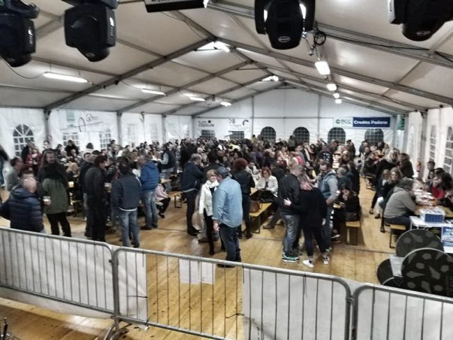 Successo per il revival Melamara, la pioggia e il ventonon fermano il popolo della storica discoteca di Castiglione delle stiviere, folla a parco Pastore