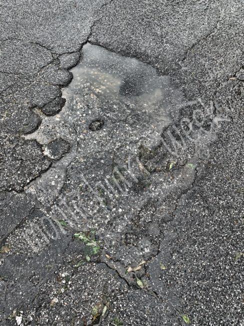Buche e strade pericolose dopo la pioggia, peggiora e si aggrava la situazione delle strade di Castiglione delle Stiviere dopo l'ondata di maltempo di sabato e domenica