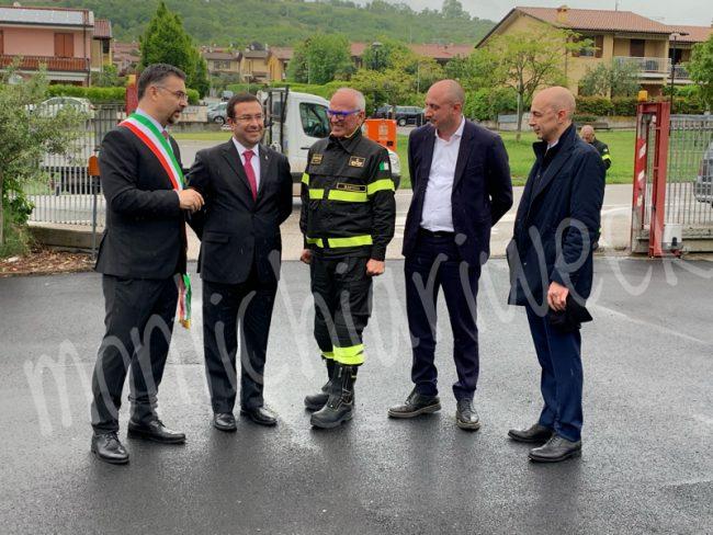 Taglio del nastro alla rinnovata caserma, il Sottosegretario Stefano Candiani taglia il nastro alla caserma di Castiglione delle Stiviere con il sindaco Enrico Volpi