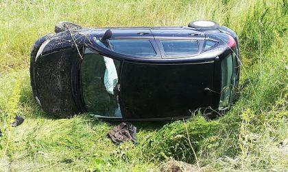 Si ribalta con l'auto a Manerbio e scappa: mistero sul conducente