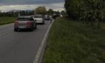 Abbandonano le auto in strada per raggiungere Salvini