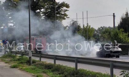 Pontevico – Robecco d'Oglio auto in fiamme sulla carreggiata