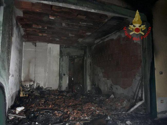 Incendio nella notte in un garage di Ghedi