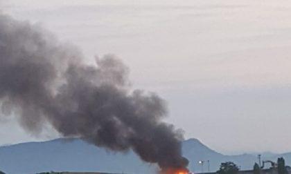 """La """"terra dei fuochi"""" continua ad ardere, altro incendio alla discarica di Bedizzole"""
