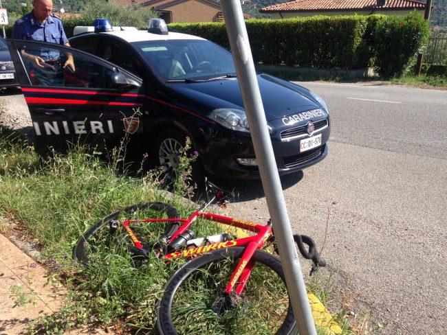 Ciclista investito a Salò, trasportato in elicottero