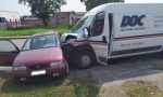 Non rispetta lo stop, scontro fra un'auto e un furgone a Manerbio