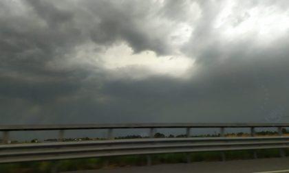 Ancora maltempo su Chiari e la Bassa: vento fortissimo, tuoni e lampi VIDEO