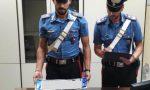 Armato di pistola minaccia di morte due operai