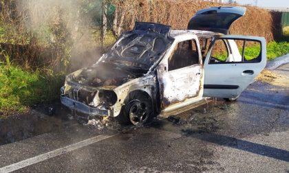 Auto in fiamme tra Cazzago San Martino e Rovato GALLERY