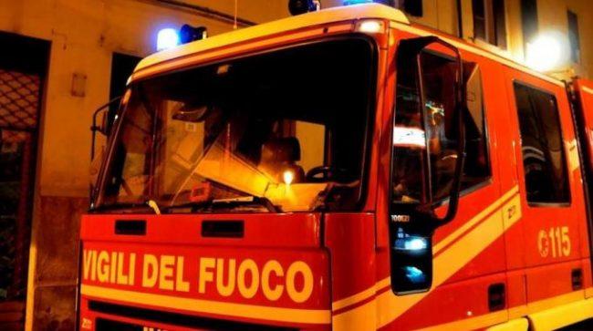 Incendio nel sottotetto, coppia di giovani trovata morta