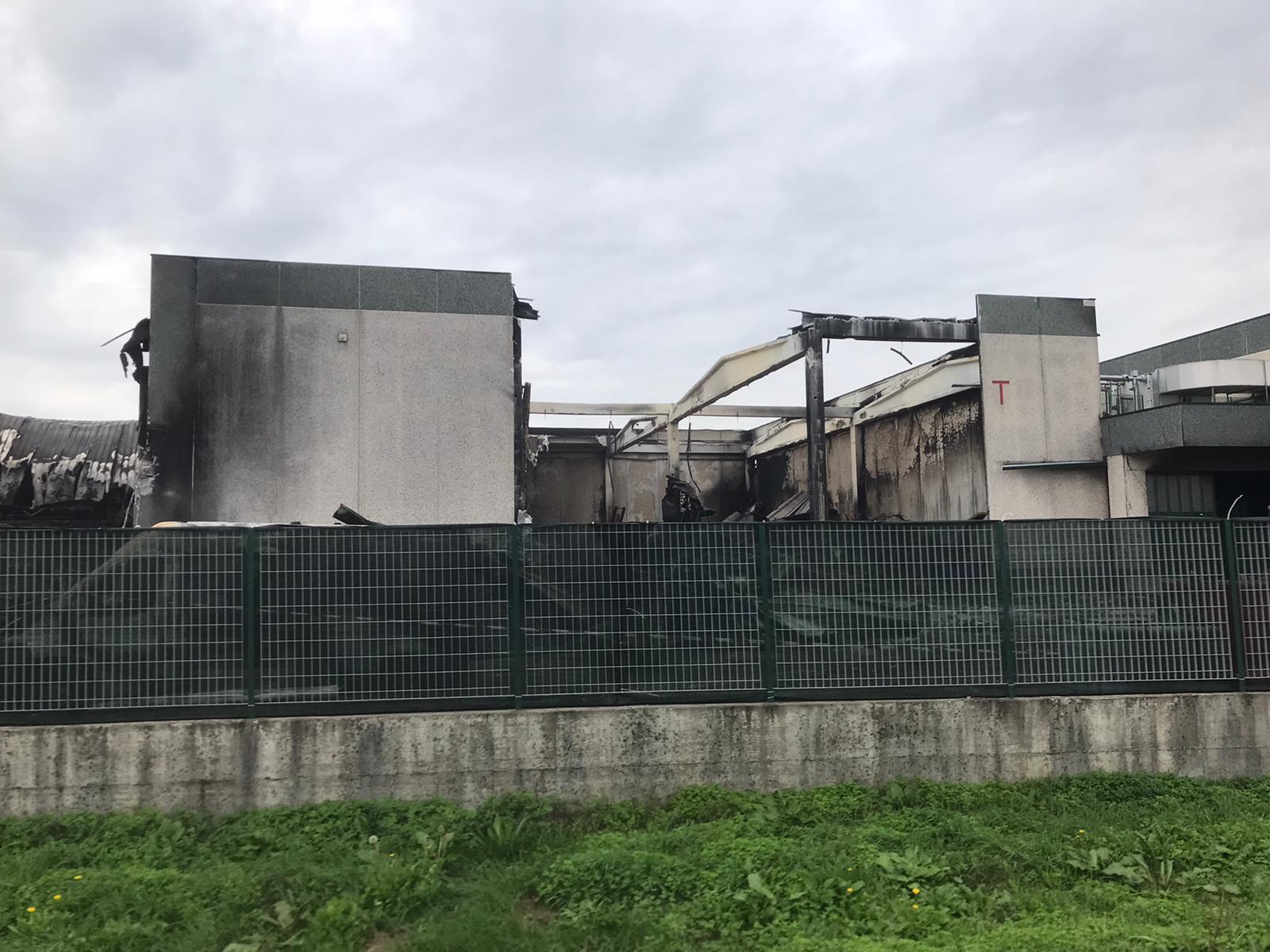 Iniziati i lavori di smaltimento del materiale bruciato alla Solat di Leno - Brescia Settegiorni - Brescia Settegiorni