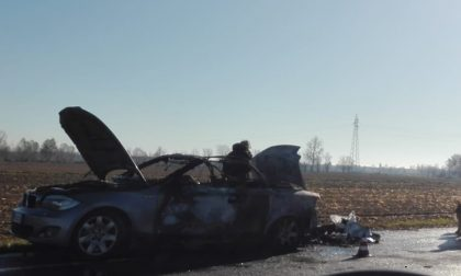 Prende fuoco l'auto mentre è alla guida, paura per un 70enne di Ghedi