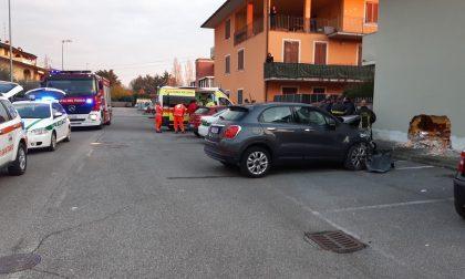 Incidente a Ospitaletto: auto sfonda il muro di un'abitazione